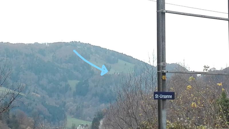 En face de la gare<br>Vis-à-vis vom Bahnhof St-Ursanne